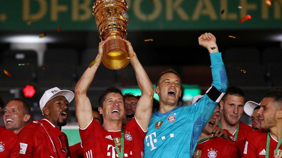 Robert Lewandowski z Pucharem Niemiec