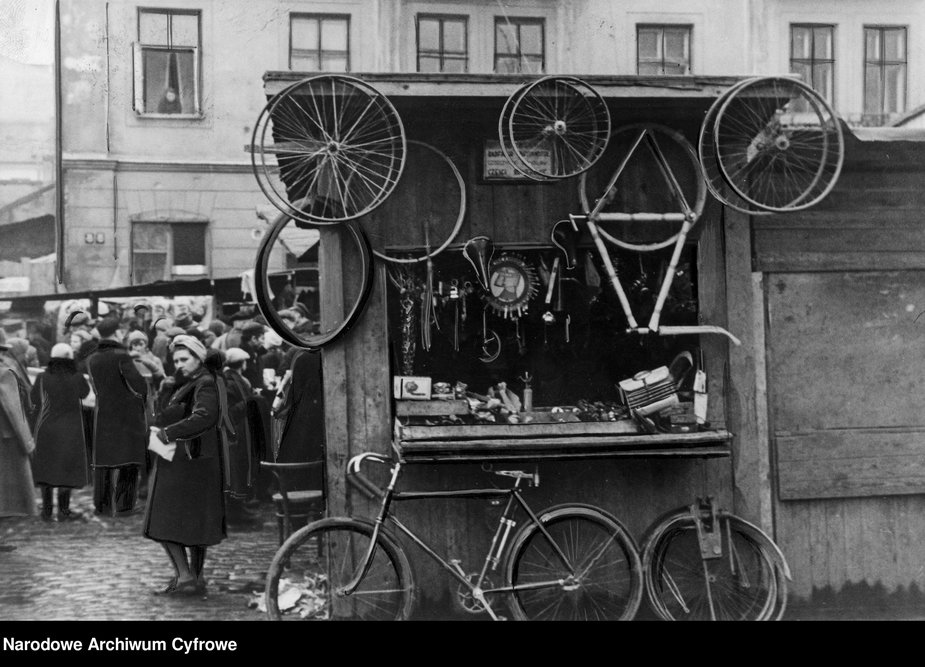 Stoisko z rowerami na Kercelaku.