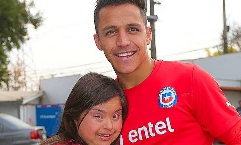 Piękny gest Alexisa Sancheza dla chorej na Downa fanki!