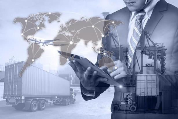 Już trzeci rok z rzędu Polsce udaje się utrzymać nadwyżkę eksportu nad importem. To duży sukces, biorąc pod uwagę, że praktycznie od okresu międzywojennego nieustannie borykaliśmy się ze znaczącymi nadwyżkami importu nad eksportem.