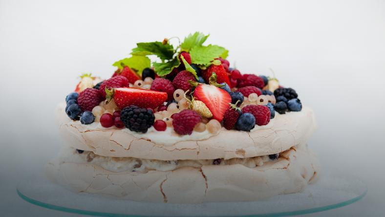 Urodzinowy Tort Bezowy Z Owocami Onet Gotowanie