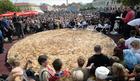 TUZLA OBARA GINISOV REKORD Napravljen BUREK od 650 kilograma i porcija sa 1.500 ćevapa
