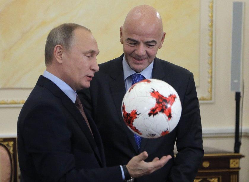 Putin żonglował piłką