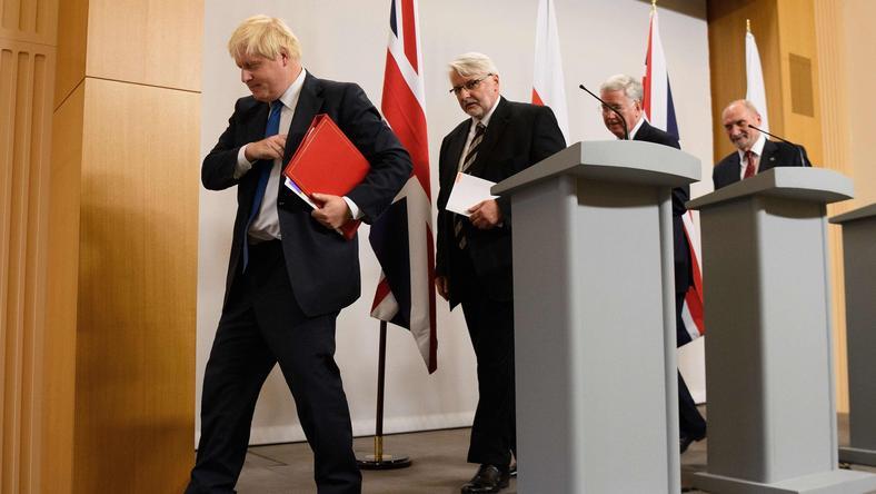 """Ministrowie """"nadali szlify"""" polsko-brytyjskiemu traktatowi bezpieczeństwa"""