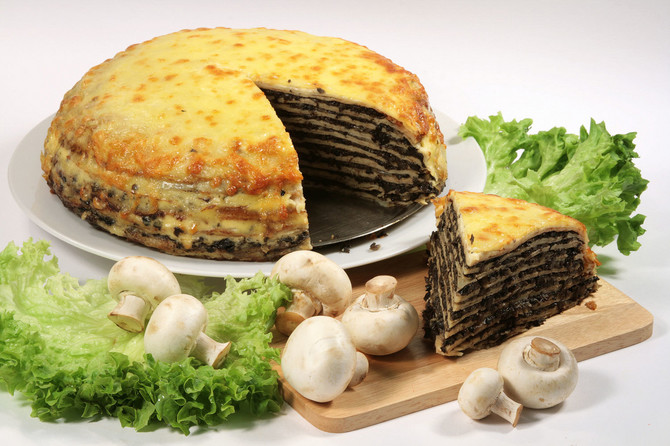 11878_stock-photo-liver-pie-with-mushrooms-and-vegetables-shutterstock_31315111