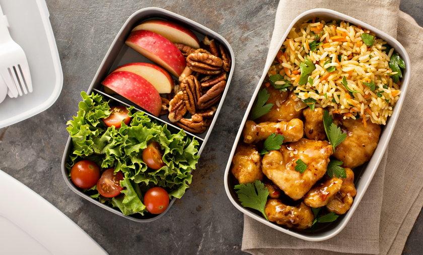 To, w co zapakujemy nasz drugi posiłek, ma znaczenie