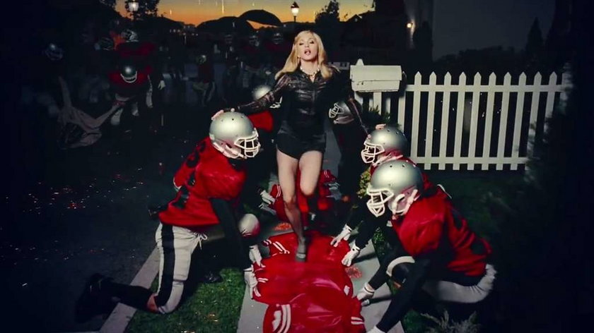 Madonna teledysk Give Me All Your Luvin'