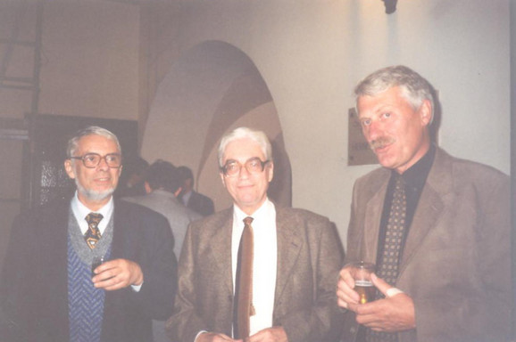 Vrsni poznavaoci srpskog jezika - Ivan Klajn i Ranko Bugarski sa kolegom