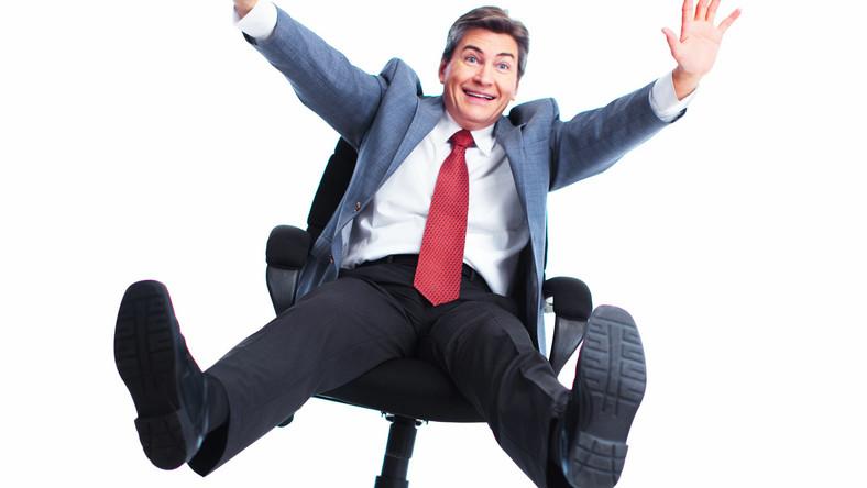Rezygnacja z krzeseł na rzecz pozycji stojącej pozwala zmniejszać otyłość