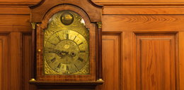 Kupił stary zegar. Jego zawartość była oszałamiająca!