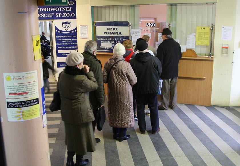 Kolejki do rejestracji w krakowskiej poradni