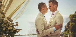 Geje z Polski wzięli ślub. Planują adopcję. Zasłynęli z klipu Roxette