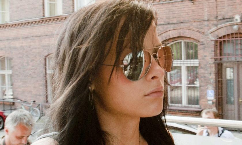 Katarzyna Waśniewska w drodze do prokuratury