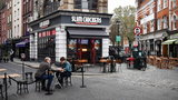 Wstęp do pubu tylko dla zaszczepionych? Premier wycofuje się z pomysłu