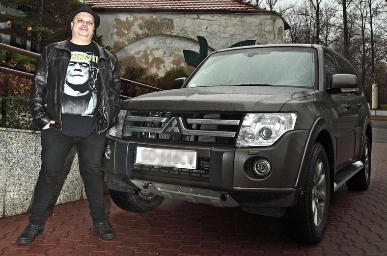 """Krzysztof Skiba z zespołu """"Big Cyc"""" i jego nowe Mitsubishi Pajero"""