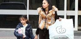 Omenaa Mensah z córką na zakupach. FOTO