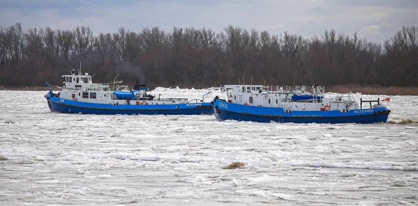 Poważna awaria jednego z lodołamaczy na Wiśle. Niepokojące doniesienia o powodzi