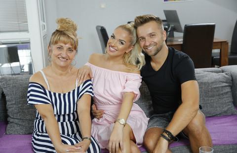 Porodica je NAPUSTILA GRAD zbog njenog PROBLEMA U ŠKOLI: Ovo je istina o odrastanju Teodore Džehverović!