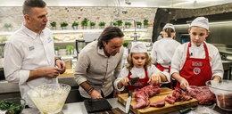 """""""MasterChef Junior"""". Dzieciaki gotują dla swoich rodziców! W kuchni panowała nerwowa atmosfera... WIDEO"""