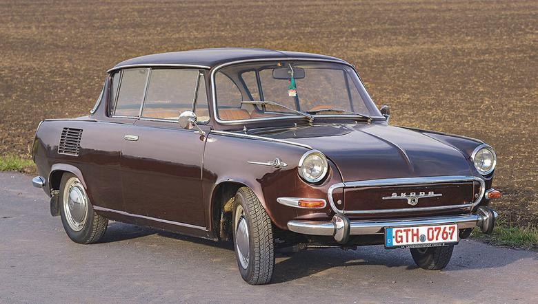Wersja De Luxe była oferowana  z silnikiem 1100 od 1968 roku.  W tej postaci występowała także 4-drzwiowa  odmiana. Wlew paliwa sprytnie ukryto pod logo na przednim błotniku.
