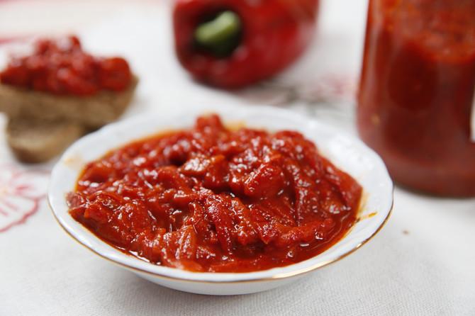 Ajvar od cepkanih paprika spremila je Marija Plančak iz Ruskog Krstura