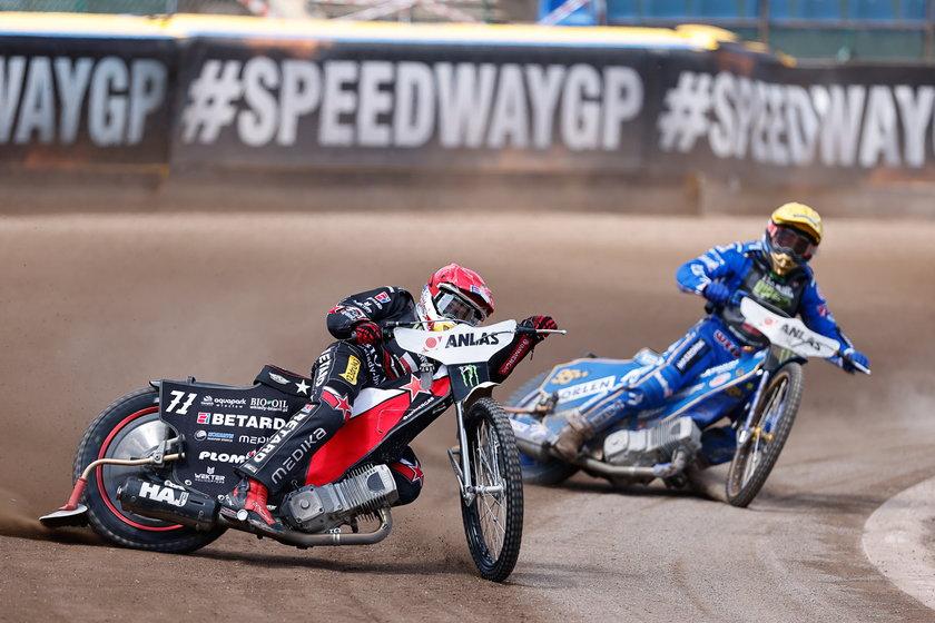 o dwóch turniejach Grand Prix Czech w Pradze można być pewnym, że spór Macieja Janowskiego (30 l.) z Bartoszem Zmarzlikiem (26 l.) nie został zażegnany.