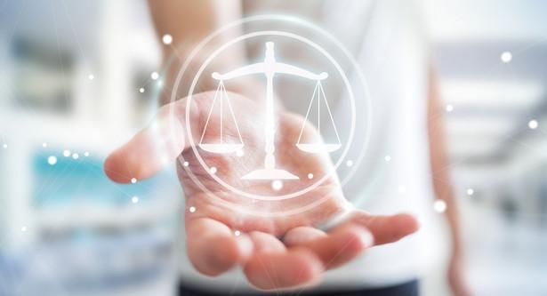Rady mają polecać adwokatom, wobec których wszczęto postępowanie, by rozważyli możliwość skorzystania z obrońcy lub pełnomocnika.