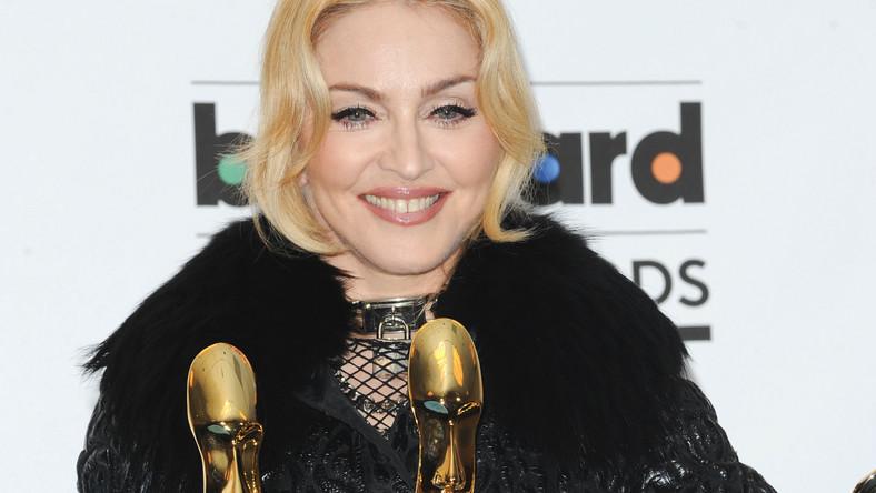 """Królowa pop otrzymała """"tylko"""" trzy wyróżnienia: dla najlepszego artysty koncertującego (za tourn,e The MDNA Tour), dla najlepszego artysty muzyki tanecznej oraz za najlepszą płytę z muzyką taneczną (album """"MDNA"""")"""