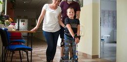 Wirus zaatakował Miłoszka nagle. Chłopiec nie chodzi. Ale walczy
