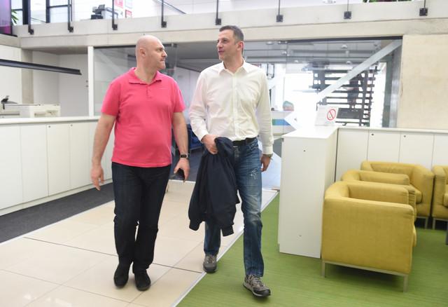 """Prvi čovek srpskog vaterpola, Viktor Jelenić, u redakciji """"Blica"""""""