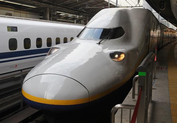N700 Shinkansen - najszybszy pociąg Japonii. ta wersja osiaga maksymalna prędkość 300 km/h. Pierwsza kolej dużej prędkości, we współczesnym znaczeniu tego określenia, powstała w Japonii. Linię kolejową Tokaido Shinkansen, otwarto w 1964 r. Pociągi klasy Shinkansen serii 0, zbudowane przez firmę Kawasaki Heavy Industries, osiągały prędkości rzędu 200 km/h na trasie Tokio – Nagoja – Kioto – Osaka.