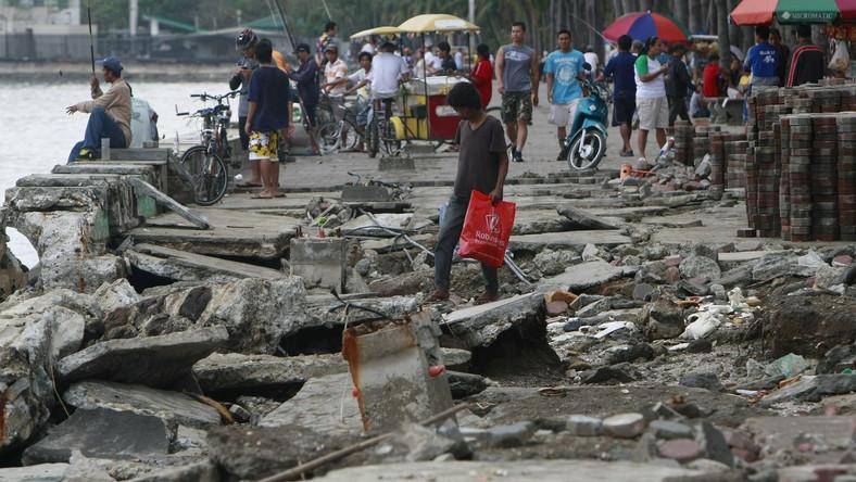 Straty po przejściu tajfunu na Filipinach