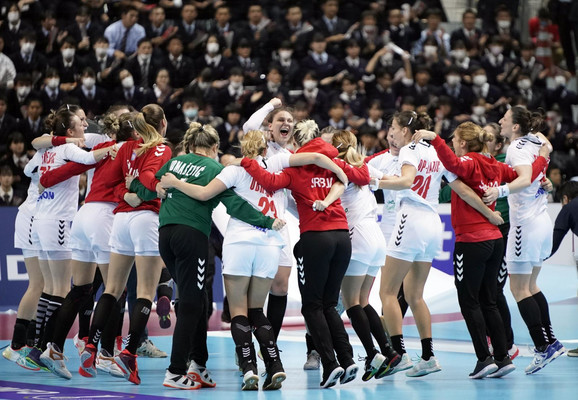 Ženska rukometna reprezentacija Srbije slavi dramatičnu pobedu nad Nemačkom