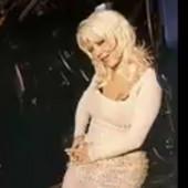 DEVEDESETIH JE HARALA SCENOM Udala se, odrekla pevanja i nestala iz javnosti, a danas je NE BISTE PREPOZNALI