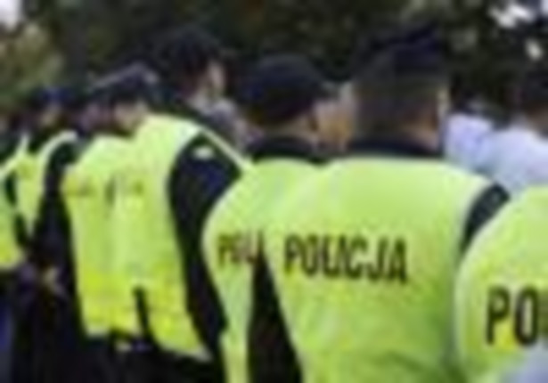 """Policjanci """"zabezpieczają"""" kolejny mecz piłkarski fot Łukasz Woznica / newspix.pl"""