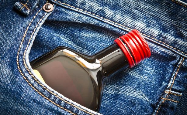 Pewien kierowca został uznany wyrokiem sądu rejonowego za winnego zarzutu kierowania motorowerem, będąc w stanie nietrzeźwości.