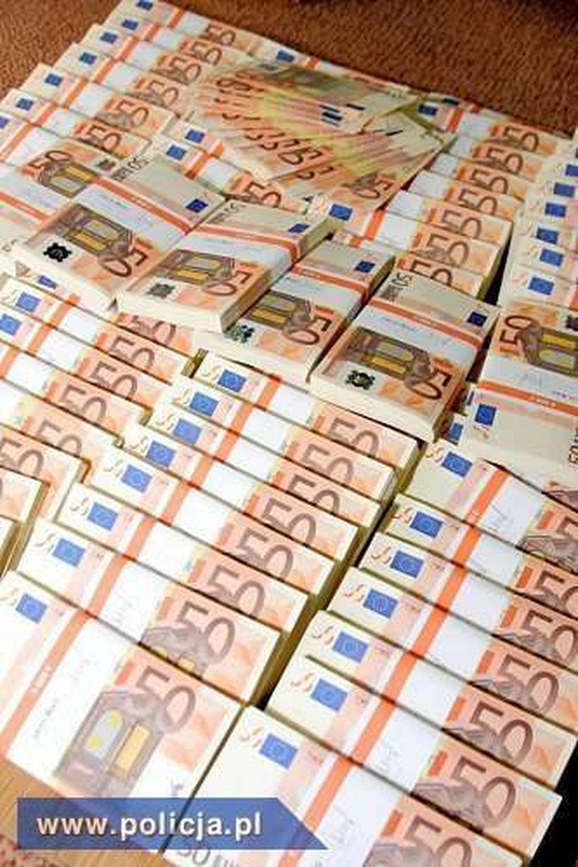 Pod Warszawą fałszerze podrobili milion euro!