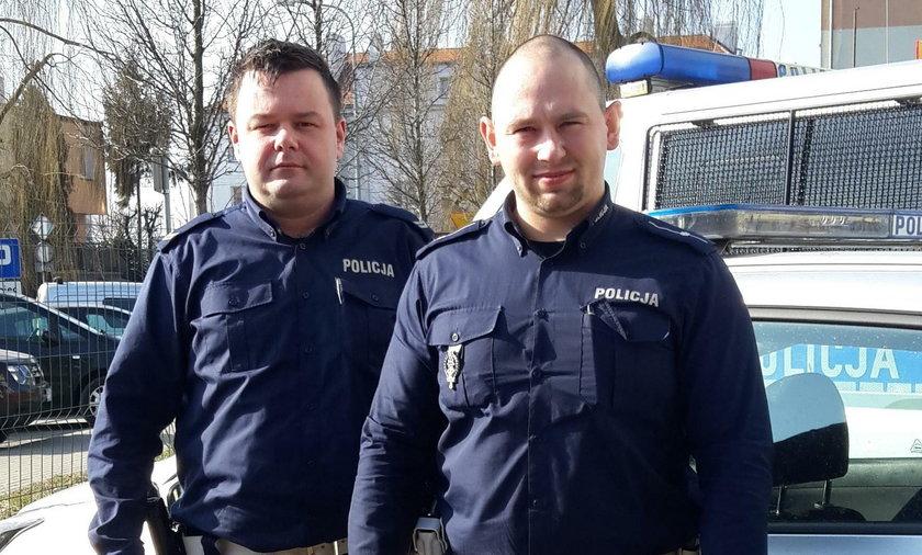 Policjanci z Pleszewa zatrzymali samochód. Kierowca płakał