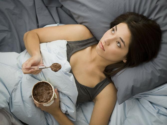 Pospani ste i stalno vam se nešto jede? Verovatno ste upali u zamku zimske depresije