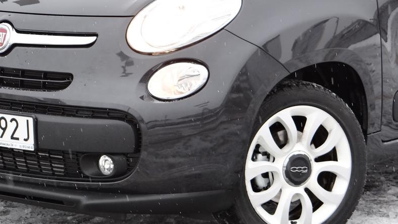 """4,1 m - tyle według badań rynkowych wynosi średnia długość samochodów sprzedawanych w Europie - w opinii analityków ma to wystarczać tak na dalekie podróże, jak i na buszowanie w mieście. Fiat 500L - w oznaczeniu włoskiego producenta """"L"""" oznacza skrót od angielskiego słowa """"Large"""" (duży). Jaki jest nowy model Fiata?"""