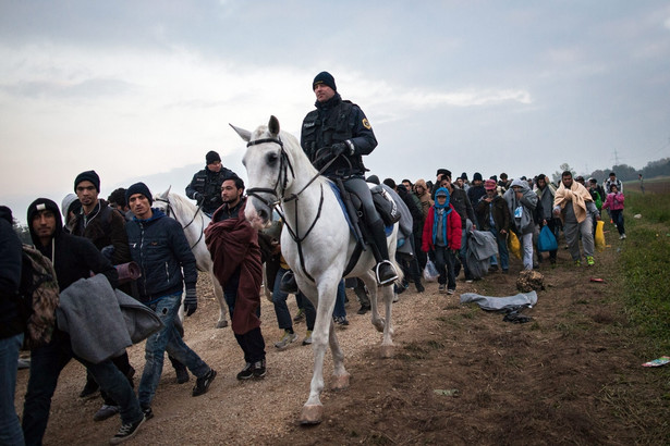 ONZ alarmuje też, że cały czas z Syrii uciekają kolejne osoby