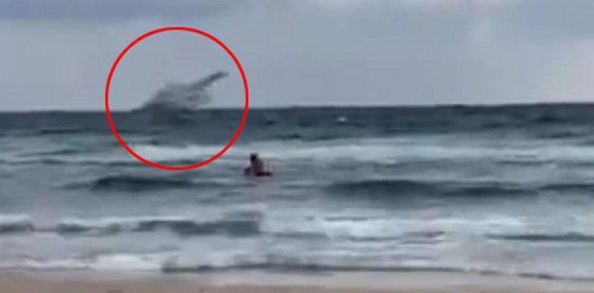 Samolot runął do morza. Pilot nie miał żadnych szans. FILM!