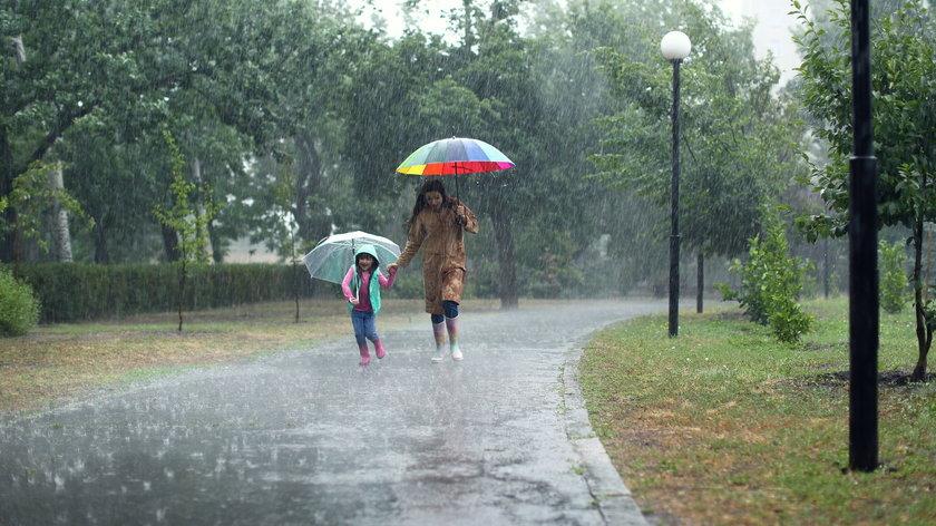 Pogoda od piątku do niedzieli. Będzie deszczowo i chłodno. Dopiero w niedzielę nieco się ociepli