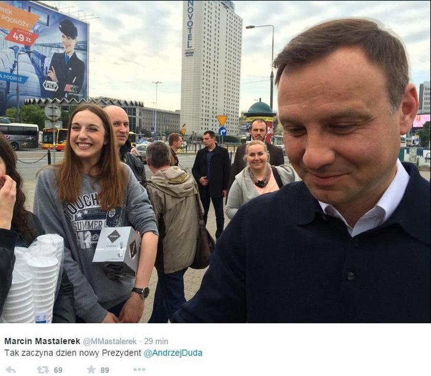 Duda znowu rozdawał kawę w Warszawie