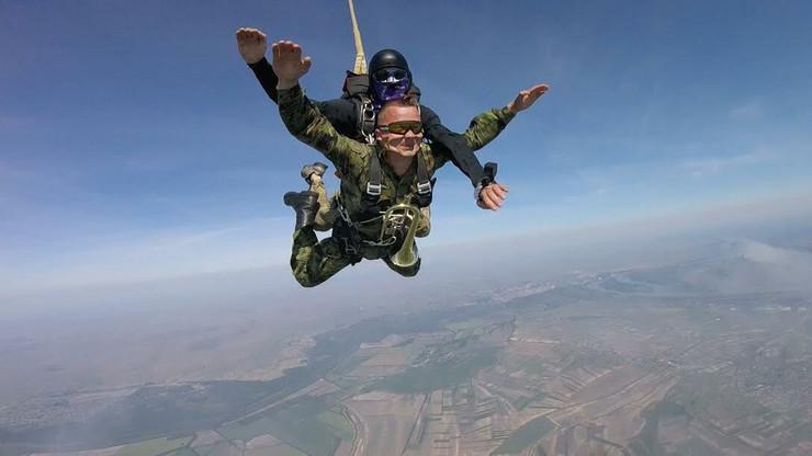Dejan Jevđić izveo skok iz aviona