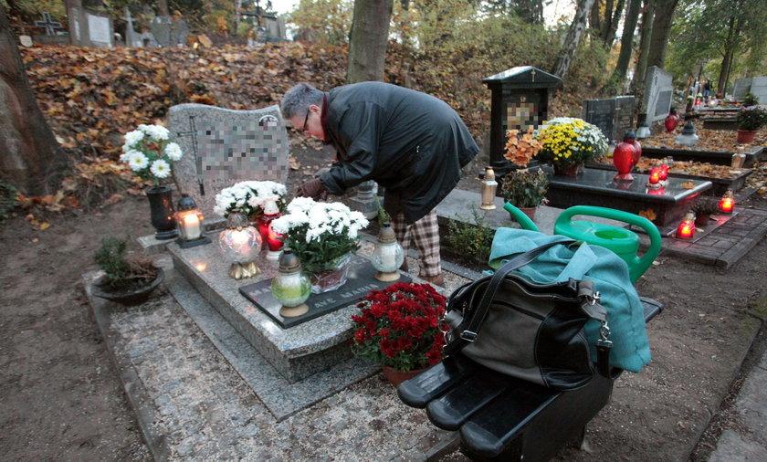 Policjanci biją na alarm. Na cmentarzach baczniej musimy pilnować swoich rzeczy