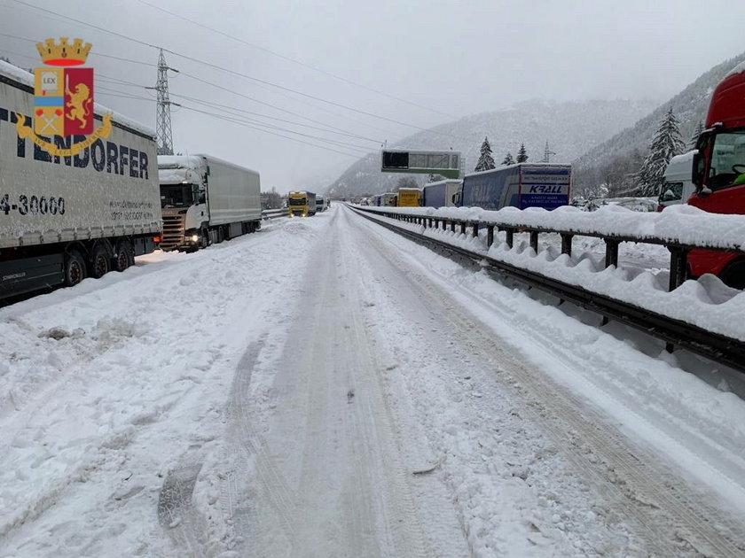 Koszmar w Alpach. Tysiące osób było uwięzionych na autostradzie ponad dobę!