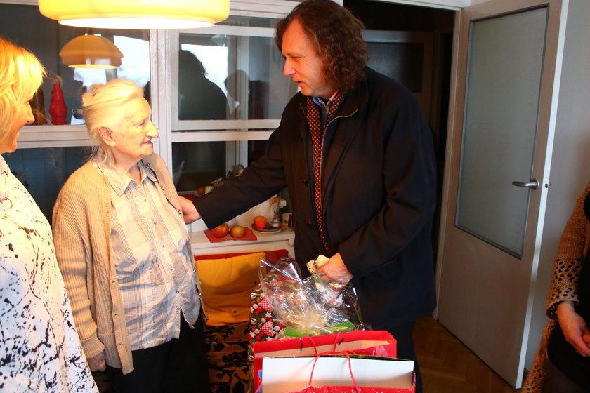 Jacek Karnowski z wizytą u samotnej seniorki
