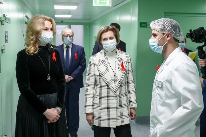 Ana Popova u sredini