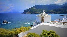 """Skopelos - wyspa skarbów w Grecji znana z """"Mamma Mia""""; idealna na wakacje, ślub i plażowanie"""